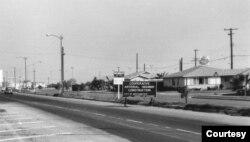 Ranh giới giữa Midway City và Westminster, năm 1962, góc Bolsa và Eden hiện nay. Xa xa phía trước sau này sẽ là khu Bank of America và siêu thị ABC. (Hình: OC Archives)