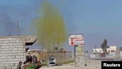 Một đám khói có chứa clo nghi là một loại bom do Nhà nước Hồi giáo sản xuất được ghi nhận ở khu vực al-Alam thuộc tỉnh Salahuddin, Iraq, ngày 10/03/2015.