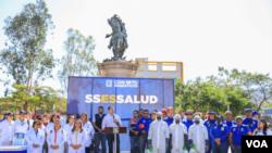 El alcalde aclaró que todas las actividades previstas a realizarse, en las diferentes plazas del centro de San Salvador, quedan suspendidas para evitar cualquier riesgo de contagio. Foto Enrique López.