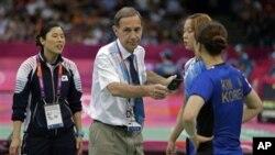 Ha Jung-eun dan Kim Min-jung, kanan, adalah dua dari empat pebulutangkis putri Korea Selatan yang didiskualifikasi dalam Olimpiade London (foto: Dok.).