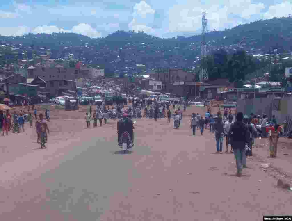 Aperçu de la place Major vangu où devait se tenir le meeting des manifestants, dans le Sud-Kivu, le 25 février 2018. (VOA/Ernest Muhero)