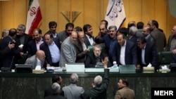 نمایندگان می گویند آمریکا باید برای کودتای ۲۸ مرداد، جنگ ایران و عراق و کودتای ناکام نوژه در سال ۵۹ غرامت بدهد.