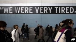 11月5日纽约斯泰顿到居民风灾一周后首次搭乘渡轮上纽约市中心