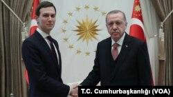 Prezident Trampning maslahatchisi Jared Kushner Turkiya rahbari Rajab Toyyib Erdog'an bilan, Anqara, 27-fervral, 2019