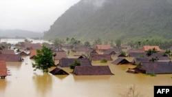 Tỉnh bị thiệt hại nặng nề nhất là Quảng Bình, nơi hàng ngàn ngôi nhà bị ngập trong nước