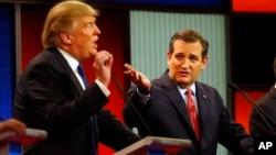 2016年3月3日共和党总统候选人川普和参议员克鲁兹(右)在福克斯剧院辩论