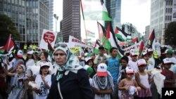 Demonstrasi di Berlin, sebagian besar dilakukan oleh perempuan dan anak-anak, untuk menentang serangan militer Israel di Gaza.
