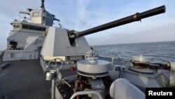"""Tư liệu: Khu trục hạm """"Baden-Wuertemberg"""" của Lực lượng hải quân Đức trong Bắc Hải, ngày 12/1/2017. REUTERS/Fabian Bimmer -"""