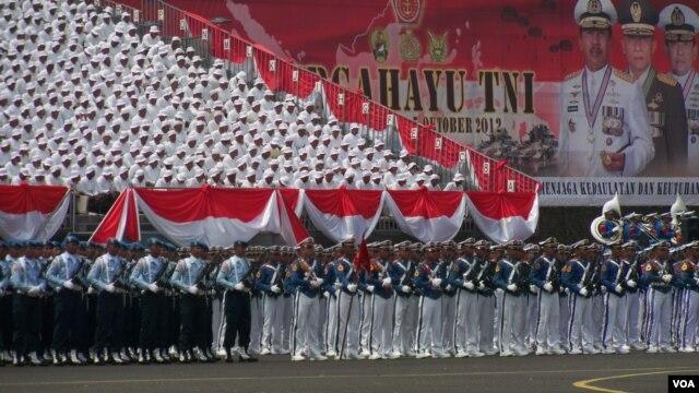 Perayaan ulang tahun ke-67 Tentara Nasional Indonesia di Bandar Udara Halim Perdanakusuma, Jakarta. (VOA/Andylala Waluyo)