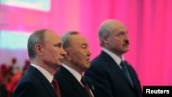 ولادیمیر پوتین(چپ)، نورسلطان نظربایف (وسط) و الکساندر لوکاشنکو – ۸ خرداد ۱۳۹۳