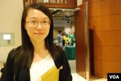 慎思民調參加者李小姐表示,經商討及學者專家交流之後,她的意見有所改變