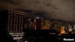 Desde enero se han venido presentando constantes apagones en la Gran Caracas. El gobierno los atribuye a saboteos de la oposición.