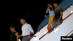 U.S. President Barack Obama, first lady Michelle Obama and their daughters Sasha (left) and Malia (2nd right) arrive Dec. 19, 2015, via Air Force One at Joint Base Pearl Harbor-Hickam in Honolulu, Hawaii.