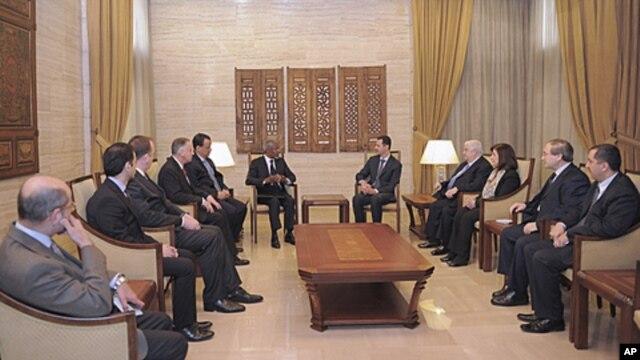 Syria's President Bashar al-Assad (center R) meets U.N.-Arab League envoy Kofi Annan (center L) in Damascus March 10, 2012.