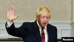 Pemimpin kampanya pilihan 'Leave' untuk keluar dari Uni Eropa, Boris Johnson, usai berpidato di London (30/6). (Reuters/Toby Melville)