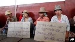 လယ္ယာေျမယာသိမ္းခံရတဲ့ လယ္သမားမ်ား ဆႏၵျပစဥ္ (ဇူလိုင္ ၊ ၂၀၁၂)
