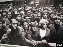2011年莫斯科举办1968年布拉格之春图片展览,反映了当时民众抗议场景。