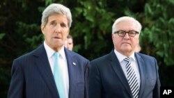ABD Dışişleri Bakanı John Kerry Almanya Dışişleri Bakanı Frank-Walter Steinmeier ile
