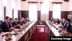 صبح روز شنبه (۲۱) میزان، آقای خلیلزاد با رهبران حکومت افغانستان در ارگ دیدار کرد.