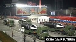 지난 1월 평양김일성광장에서 열린 열병식에 잠수함발사탄도미사일로 보이는 무기가 등장했다.