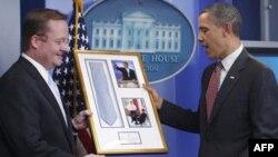 Роберт Гиббс и Барак Обама