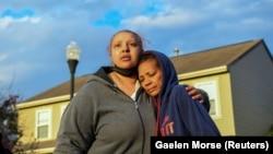 Tetka ubijene devojčice, Hazel Bryant, na mjestu incidenta.