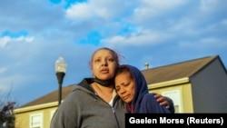 Tetka ubijene devojčice, Hejzel Brajant, na mestu incidenta