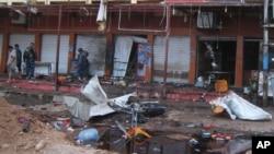 Hiện trường một vụ nổ bom tự sát ở một quán cà phê ở Kirkuk, Iraq, ngày 13/7/2013. Các giới chức Iraq hôm 13/5 cho biết có ít nhất 12 người thiệt mạng và 15 người bị thương sau khi nhiều tay súng tấn công một quán cà phê đông khách tại thị trấn Balad, Iraq.