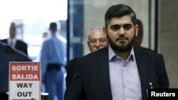 """محمد علوش، از رهبران """"جیش الاسلام"""" یکی از گروه های مخالف دولت اسد است که همراه هیات """"کمیته عالی مذاکرات"""" در ژنو است. ۲۵ فروردین"""