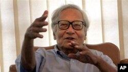 Ông Win Tin từng thành lập Liên minh Dân chủ Toàn quốc cùng với bà Aung San Suu Kyi.