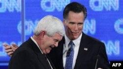 Cựu Chủ tịch Hạ viện Newt Gingrich, trái, và Cựu Thống đốc bang Massachusetts Mitt Romney