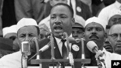 """Dr. Martin Luther King Jr. saat menyampaikan pidatonya yang sangat terkenal, """"I Have a Dream"""" di Washington DC, 28 Agustus tahun 1963 (foto: dok)."""
