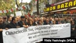 Can Dündar və Ərdəm Gül'ün həbs edilməsinə qarşı etiraz - Ankara