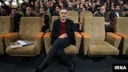حسبن فریدون برادر رئیس جمهوری ایران، از سوی منتقدان با اتهامات فساد مالی روبرو شده است.