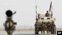 아프가니스탄 남부 칸다하르에서 군인들이 기지 주변을 지키고 있다. (자료사진)