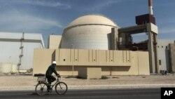 Pembangkit listrik tenaga nuklir di luar kota Bushehr, Iran. (Foto: Dok)