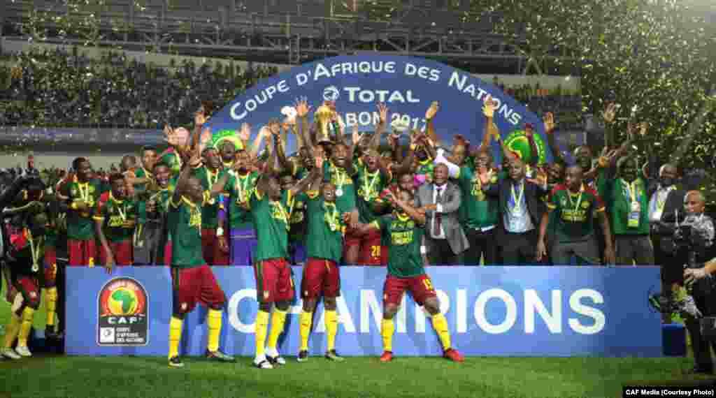 Camarões festejam título de campeões africanos. O CAN 2017 decorreu entre 14 de Janeiro e 5 de Fevereiro.