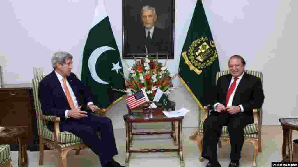 اسلام آباد آمد کے بعد وزیر خارجہجان کیری نے وزیراعظم نواز شریف سے بھی ملاقات کی۔