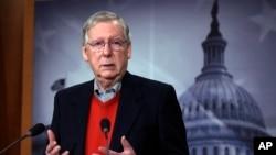 Lãnh đạo phe đa số Thượng viện, Thượng nghị sĩ Mitch McConnell của bang Kentucky, phát biểu trong cuộc họp báo trong Quốc hội ở Washington, ngày 12 tháng 12, 2016.