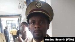 Fulgence Mayela, chef du quartier Mabi à Kinkala, déplore les cas de paludisme, le 15 octobre (VOA/Arsène Séverin)