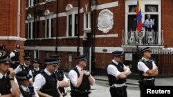 El Gobierno ecuatoriano pide que Suecia respete el derecho de Assange de tener un proceso legal justo. El fundador de WikiLeaks se mantiene asilado en la embajada de Ecuador en Londres.
