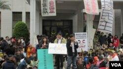 台湾公民团体声援学生抗议活动(美国之音张永泰拍摄)
