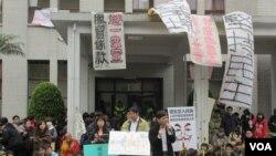 Ratusan demonstran Taiwan menduduki kantor-kantor pemerintah Taiwan (21/3).