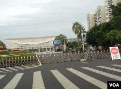 厦门会展中心外道路被封闭 (美国之音叶兵拍摄)