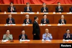 2018年5月4日北京人民大会堂举行纪念共产主义创始人马克思诞辰200周年活动,中国国家主席习近平发表演讲后走回座位上。前排就坐者左起:张又侠、杨洁篪、许其亮、丁薛祥。