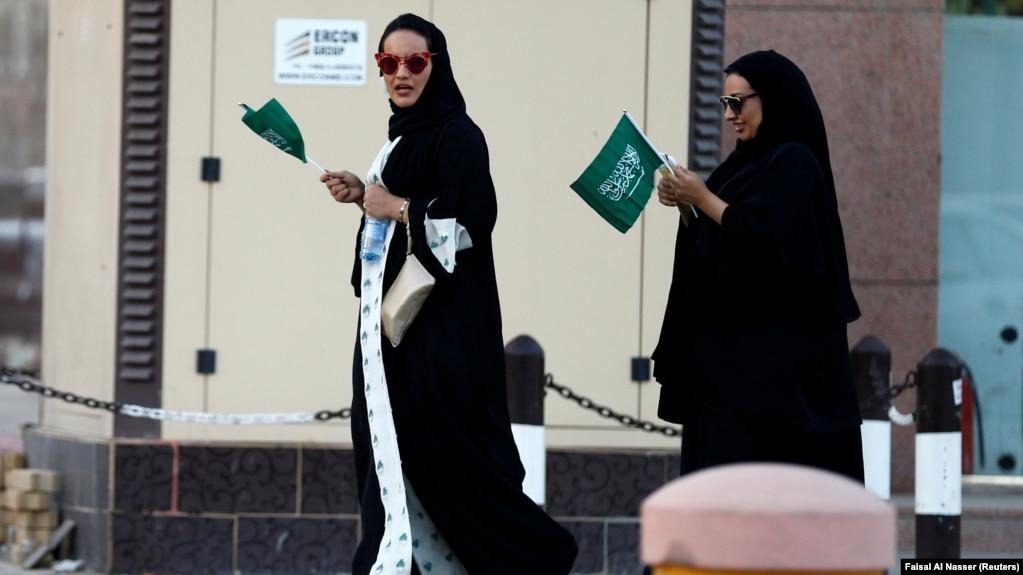"""Résultat de recherche d'images pour """"L'Arabie saoudite : l es femmes autorisées pour la première fois dans un stade"""""""