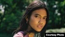 Laras Sekar, model berusia 19 tahun yang berkarir di dunia fashion internasional.