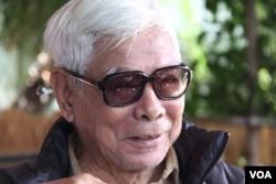 Nhà văn Trần Đĩnh tại Mỹ năm 2015. (Hình tư liệu Đinh Quang Anh Thái)
