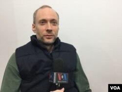 한국의 민간단체 전환기정의워킹그룹의 댄 빌르펠드 기술팀장이 VOA와 인터뷰하고 있다.