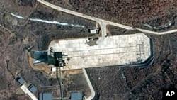 Ảnh vệ tinh ngày 28/3/2012 cho thấy địa điểm phóng tên lửa Tongchang-ri của Bắc Triều Tiên ở bờ biển phía Tây nước này